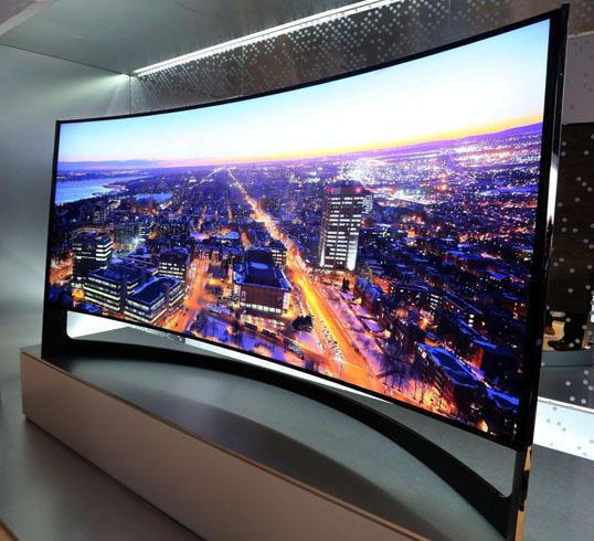 Современный изогнутый телевизор