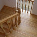 Лестница из лиственницы: плюсы и минусы выбора