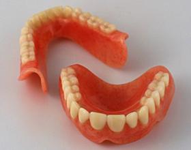 Зубной протез на присосках