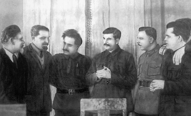 Сталин с окружением