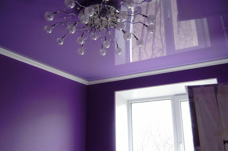 Красивый глянцевый потолок