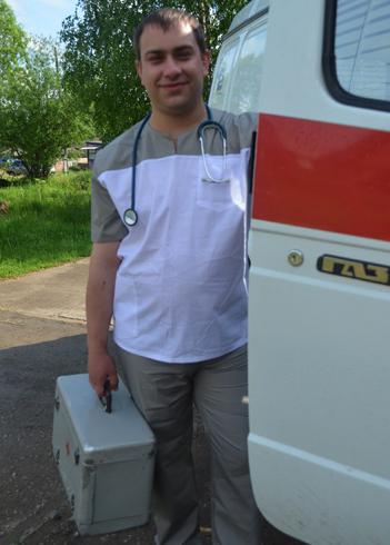 Работник скорой помощи