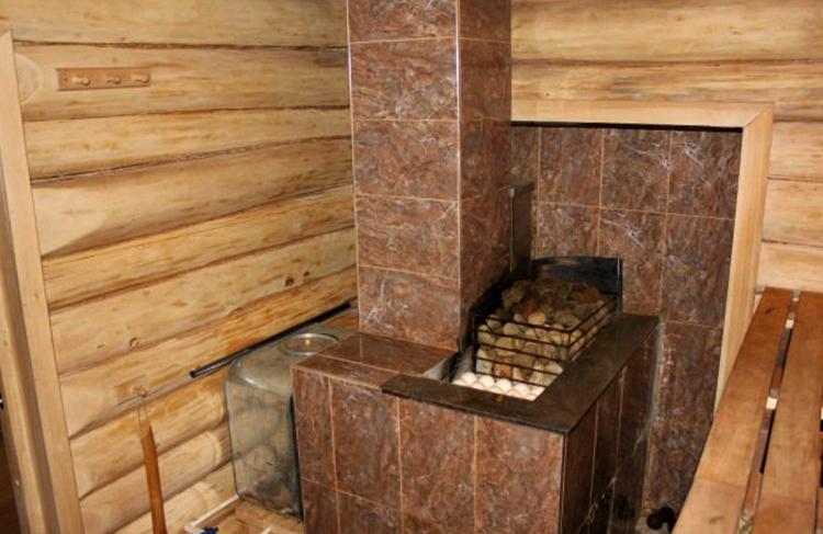 Внутри бани из срубы