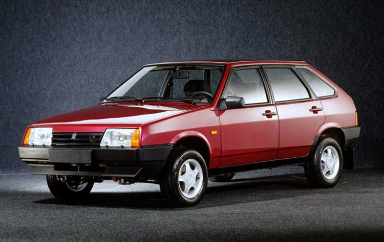 Красный ВАЗ-2109
