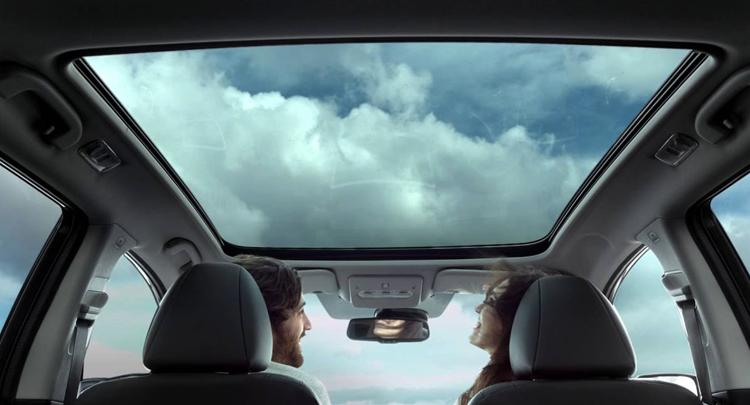 Езда на авто с панорамной крышей