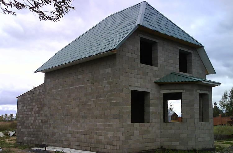 Новый дом из пескоцементных блоков