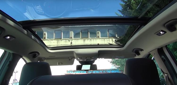 Панорамная крыша на новом авто
