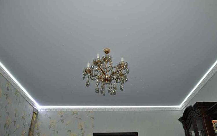 Красивый матовый потолок