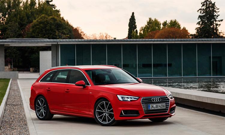 Красный Audi A4