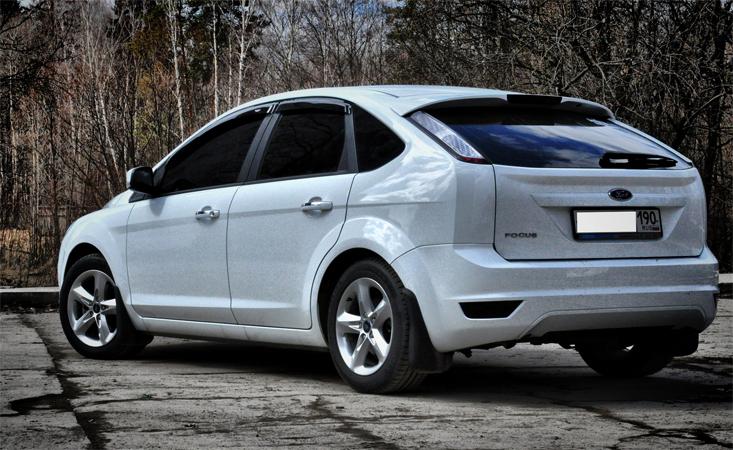 Белый форд фокус 2