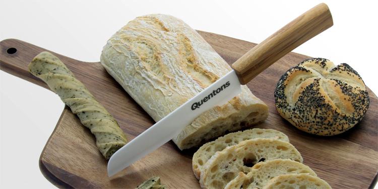 Керамический нож и хлеб