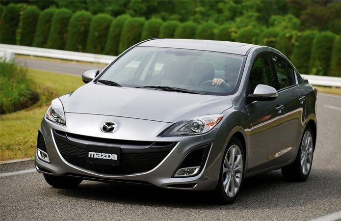 Серая Mazda 3