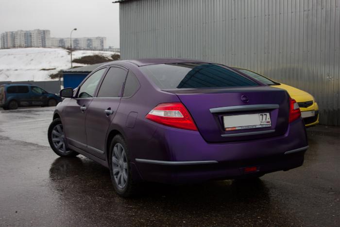 Фиолетовый автомобиль