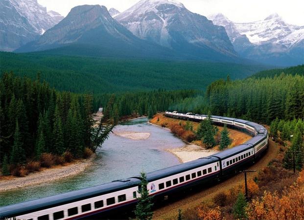 Поезд едит