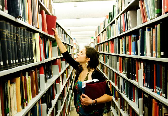 Студент ищет информацию