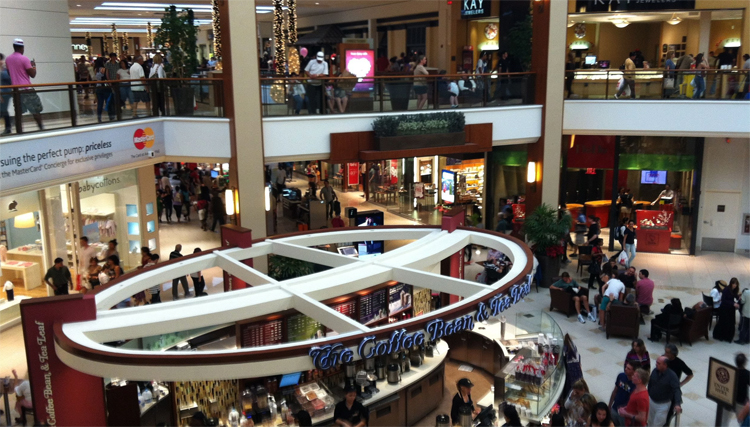 Крупный торговый центр