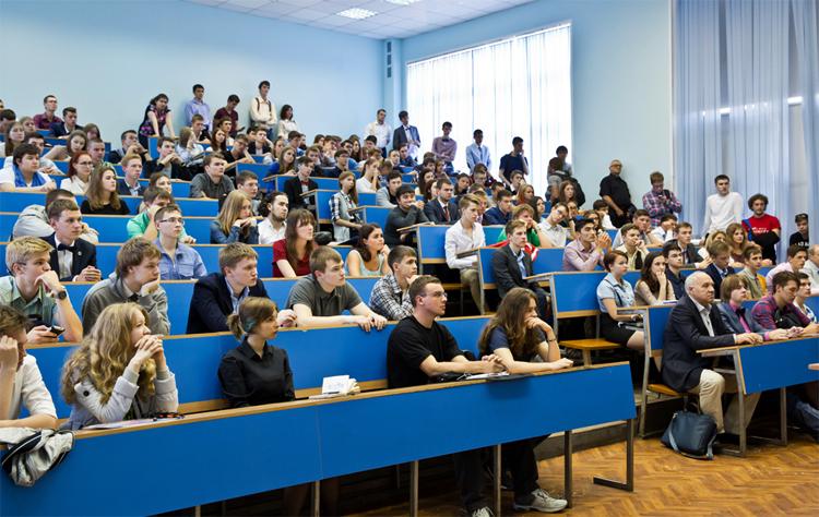 Студенты в ВУЗе