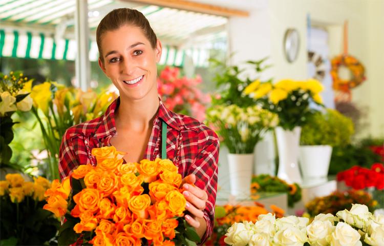 Флорист в магазине