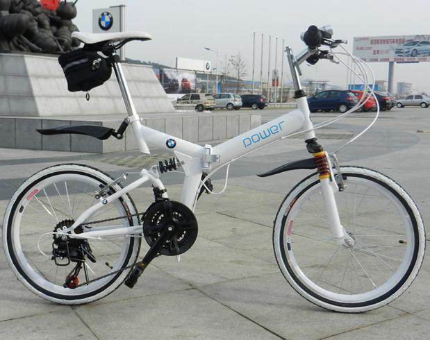 Складной велосипед на улице