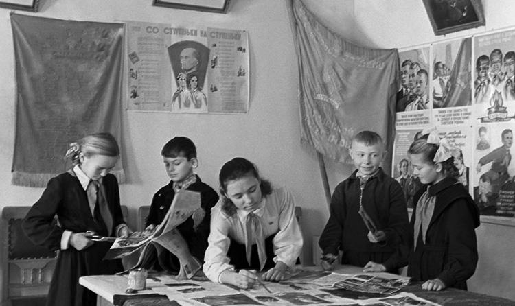 Дети учатся в СССР