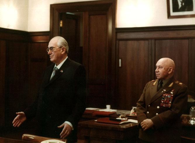 Андропов в кабинете