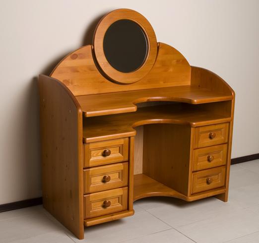 Дамский столик из сосны