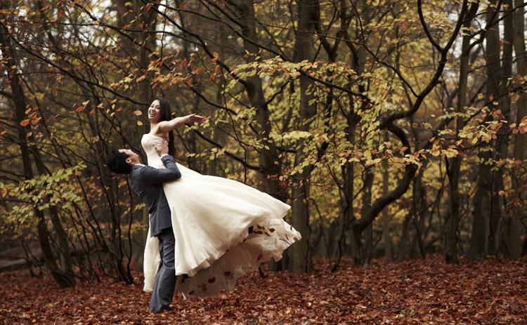 Свадьба в осеннем саду