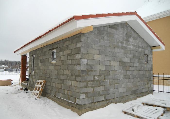 Баня из пеноблоков с крышей