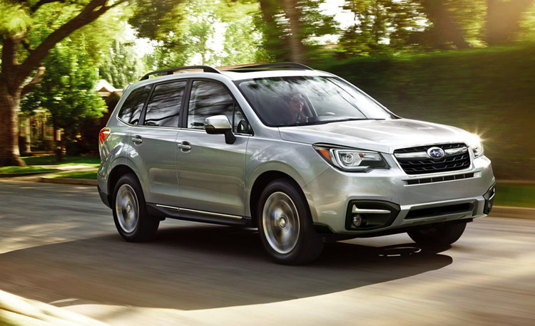 Subaru Forester на дороге
