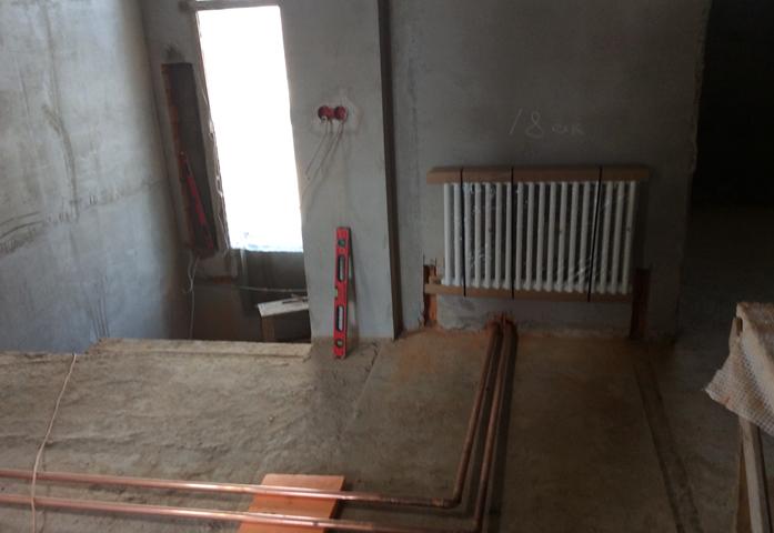 Трубы по полу в квартире
