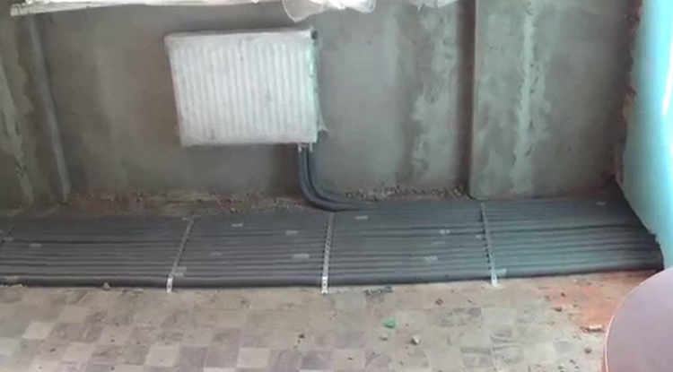 Прокладка труб в полу