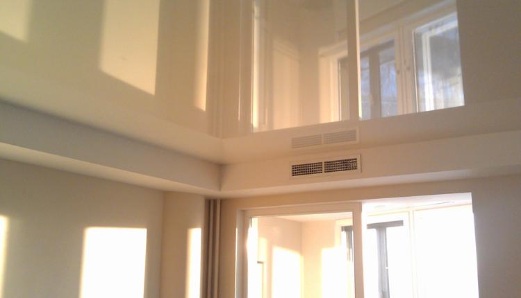 Модный глянцевый потолок