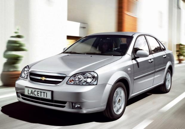 Chevrolet Lacetti на дороге