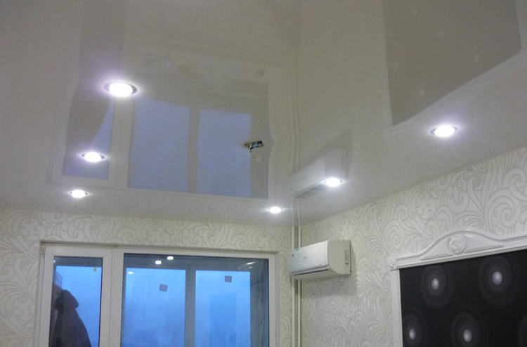 Натяжной потолок из глянца