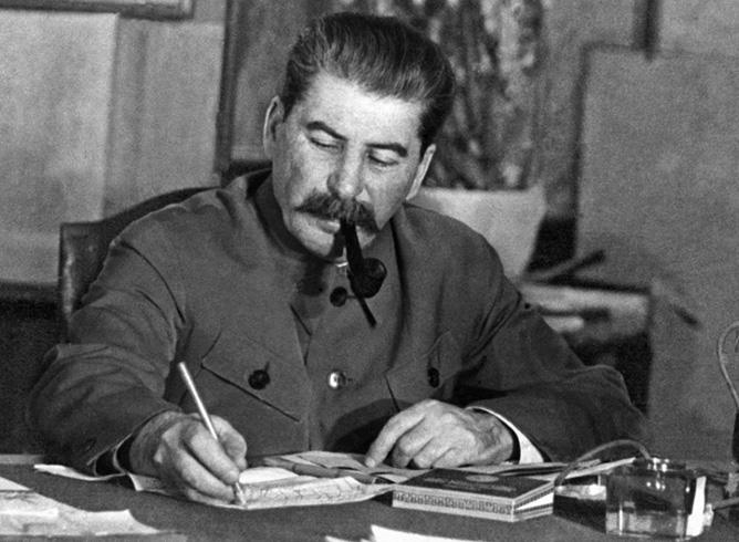 Сталин за работой