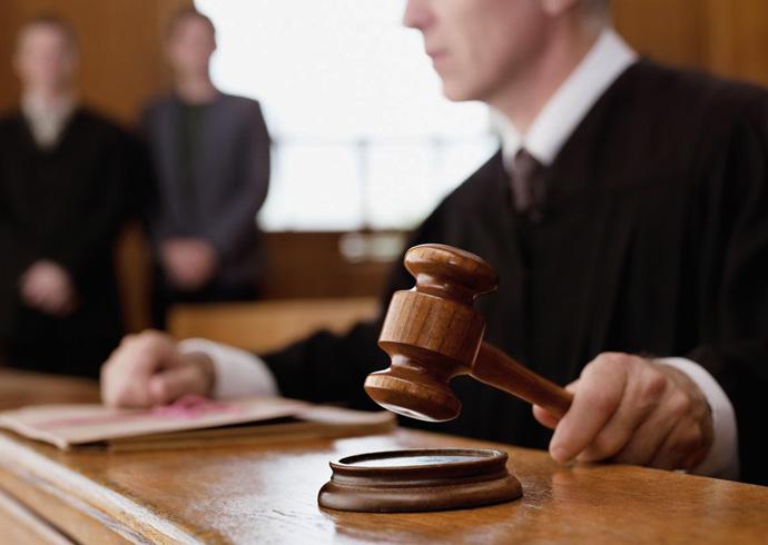 Судья на заседании