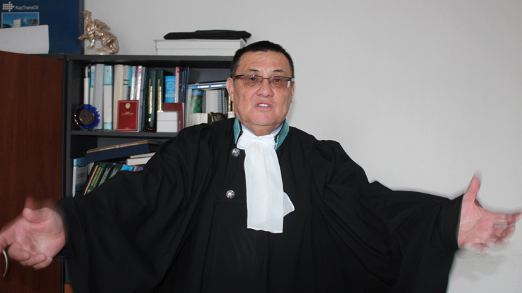 Судья с руками