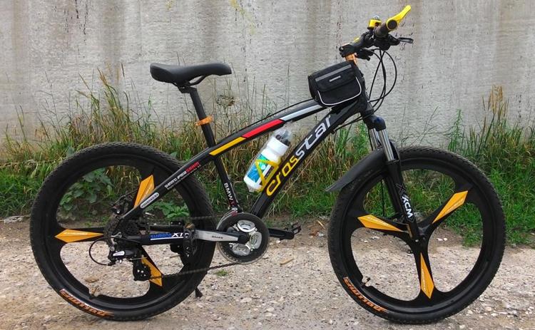 Черный велосипед с литыми дисками