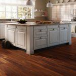 Ламинат на кухне: особенности, плюсы и минусы
