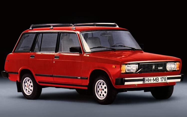 Автомобиль красного цвета