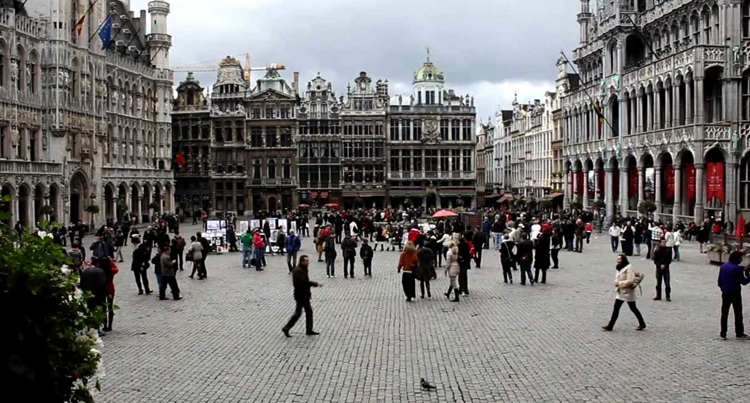 Люди на улицах Бельгии