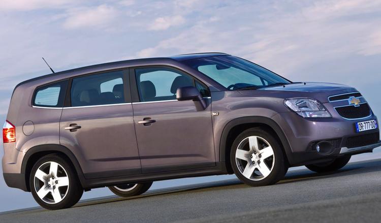 Chevrolet Orlando на дороге