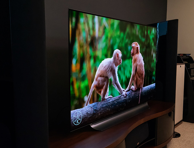 Просмотр телевизора OLED