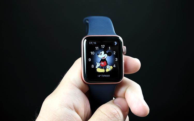 Apple Watch в руках