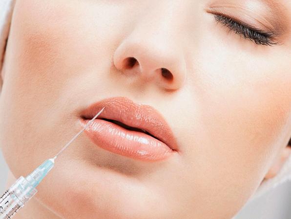 Большие губы после инъекции