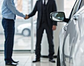 Стоит ли покупать подержанный автомобиль в салоне?