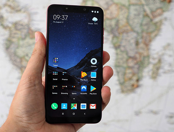 Xiaomi POCOPHONE в руках