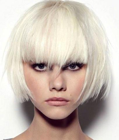 Светлые волосы с челкой
