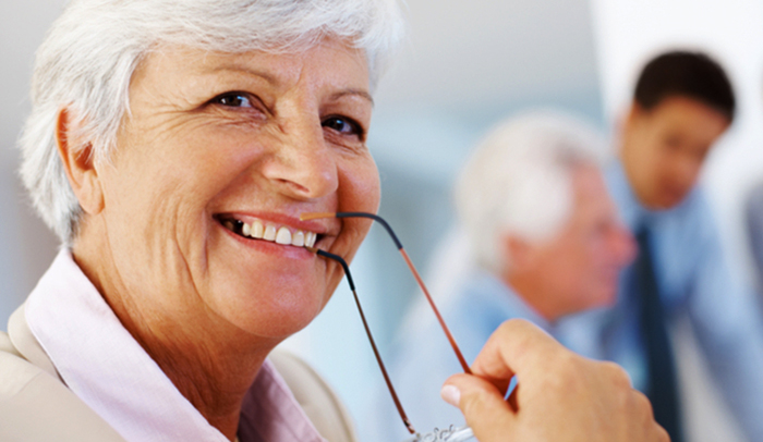 Пенсионерка на работе