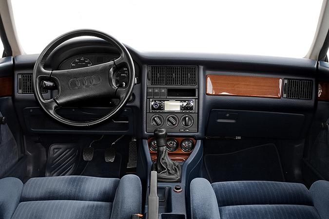 Салон Audi 80